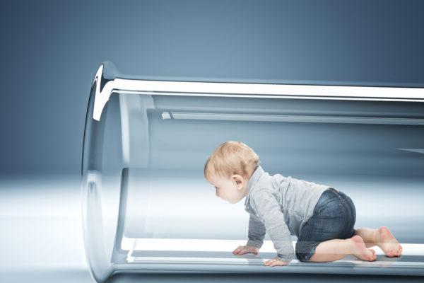 """Ukrayna'da kısırlık tedavisi gören bir çift, yeni bir """"üç kişilik tüp bebek"""" yöntemiyle çocuk sahibi oldu."""